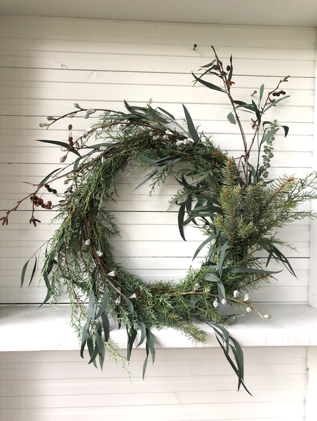 EUCALYPTUS BLEND WREATH ARRANGEMENT