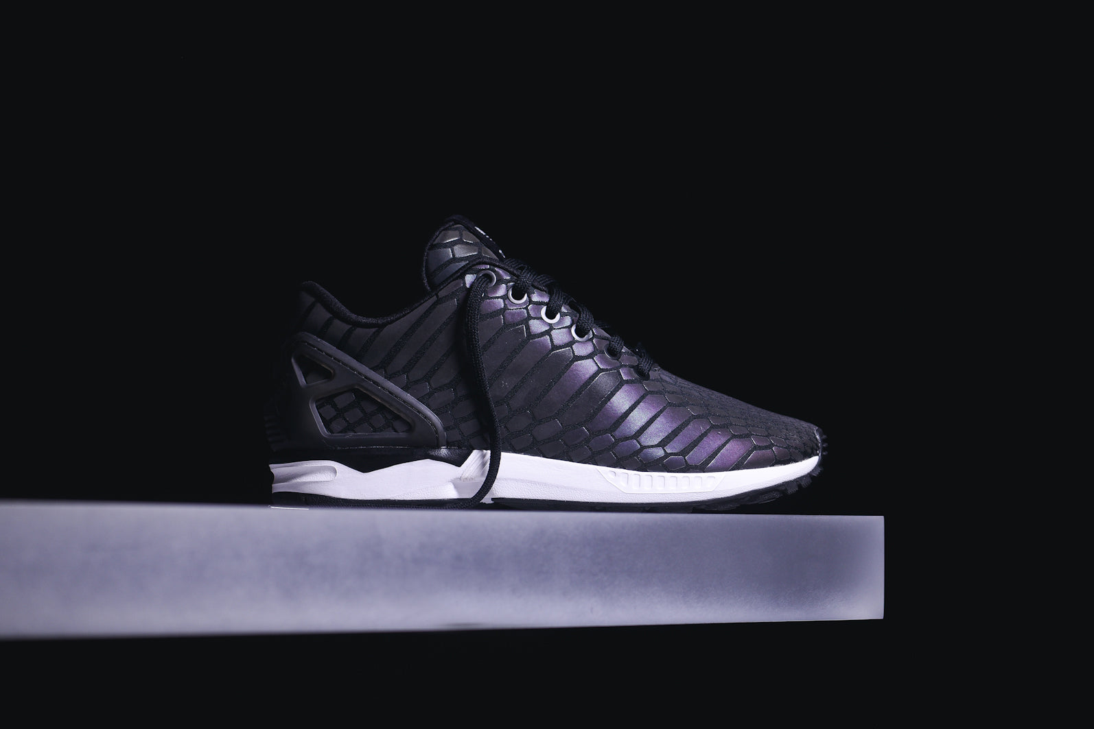 timeless design 79443 0b99f adidas Originals ZX Flux -