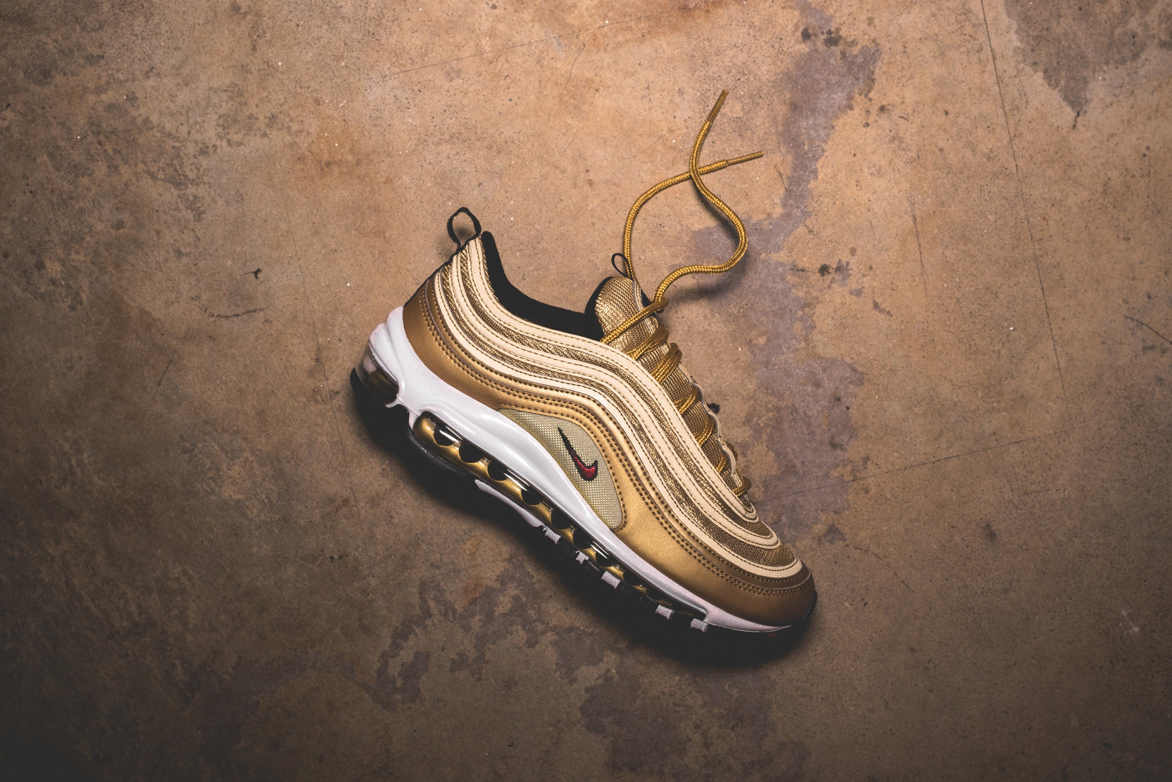 wholesale dealer b7d2c a04cf Nike WMNS Air Max 97 OG QS - Metallic Gold / Varsity Red ...