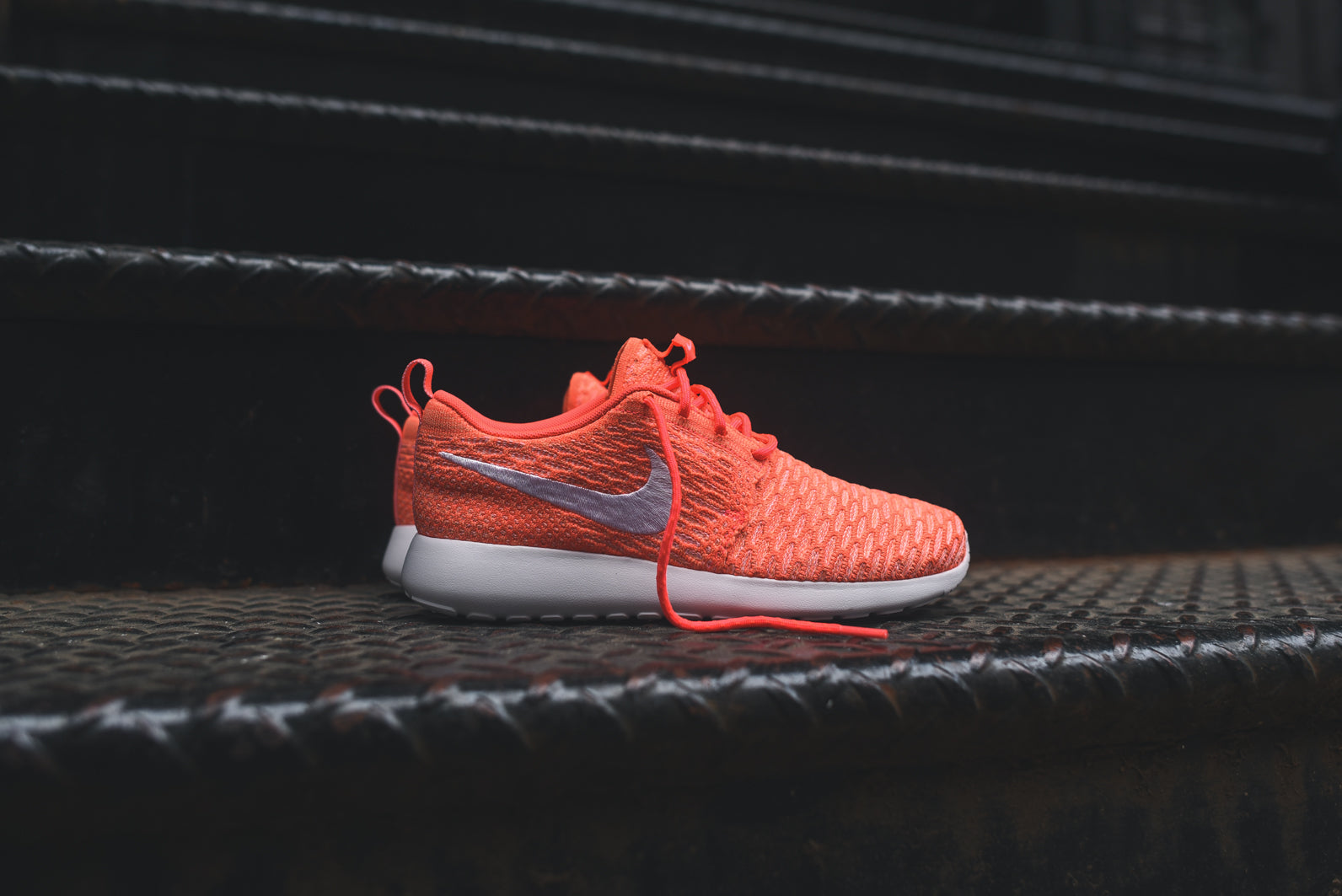 new york a141a d32af Nike WMNS Flyknit Roshe Run - Hot Lava   White   Sunset Glow