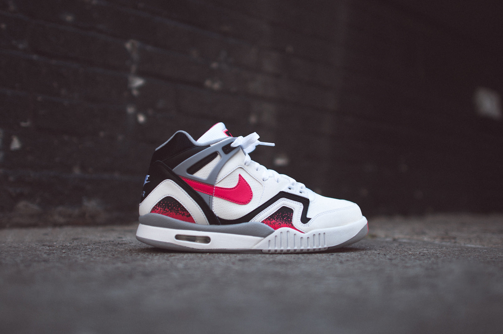 NIKE AIR TECH CHALLENGE II WHITEHOT LAVA @ KITH NYC </p>                     </div>   <!--bof Product URL --> <!--eof Product URL --> <!--bof Quantity Discounts table --> <!--eof Quantity Discounts table --> </div>                        </dd> <dt class=