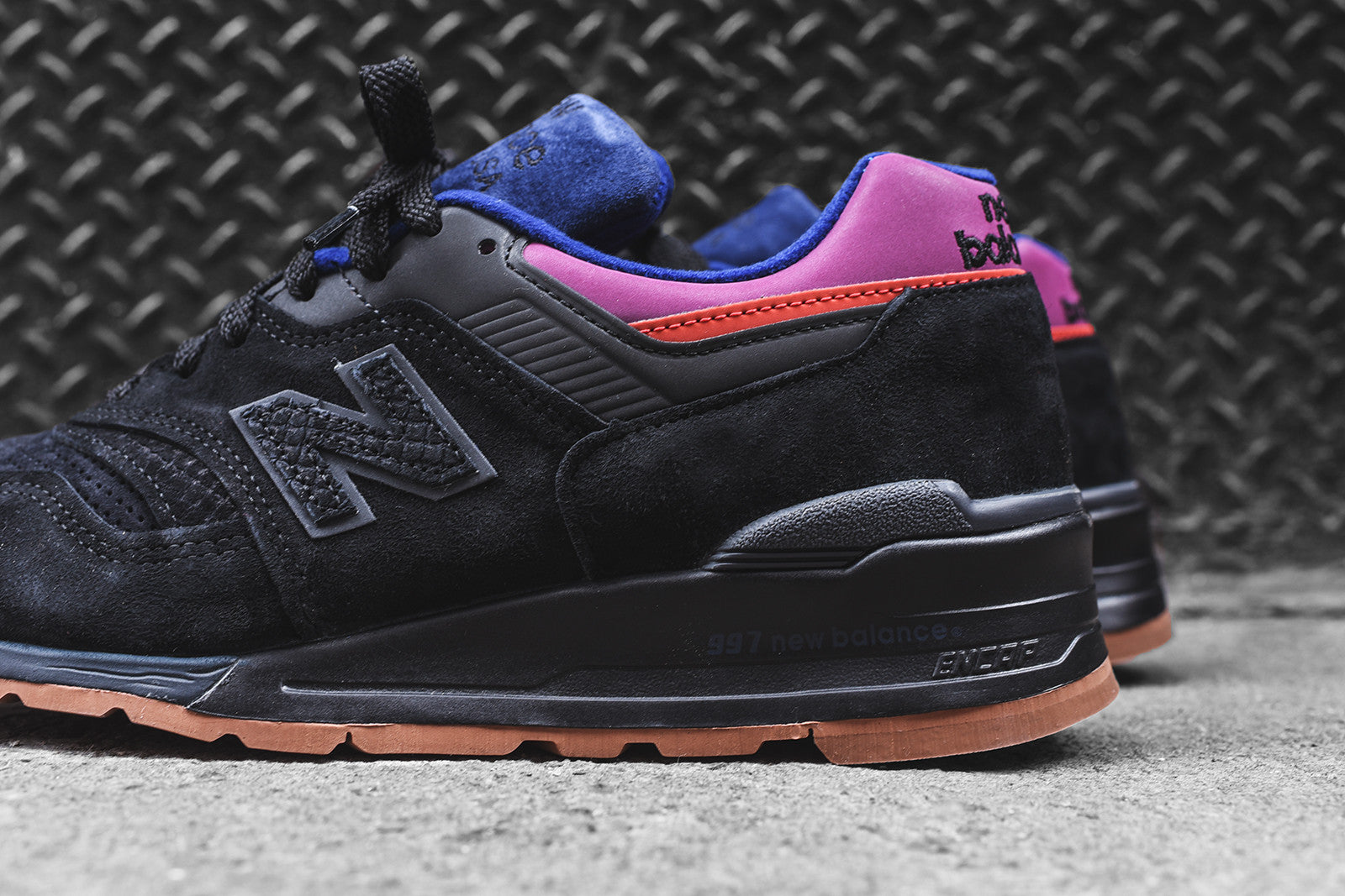 new balance black magnet