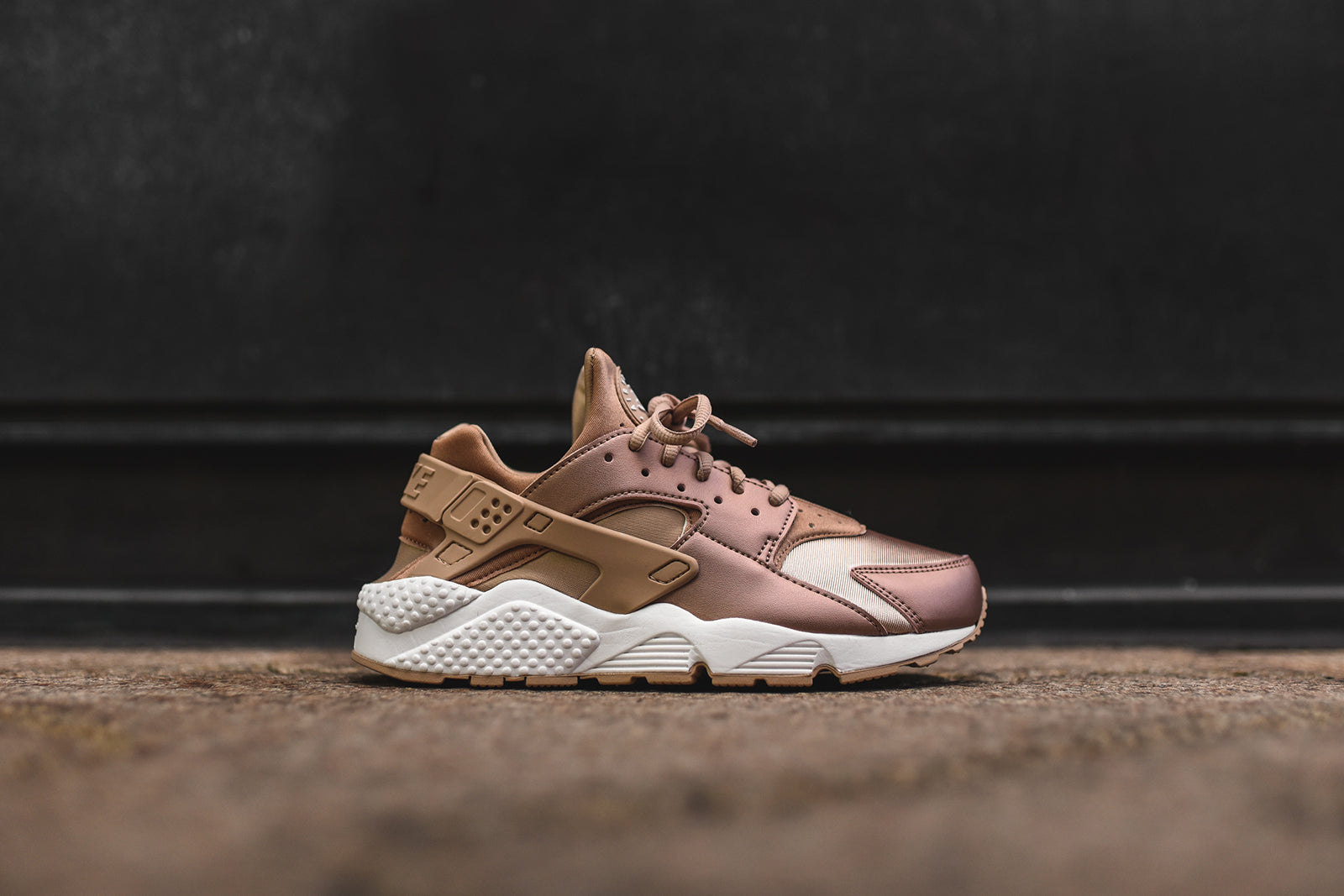 07156f5aa10b Nike WMNS Air Huarache Run SE - Bronze. October 26