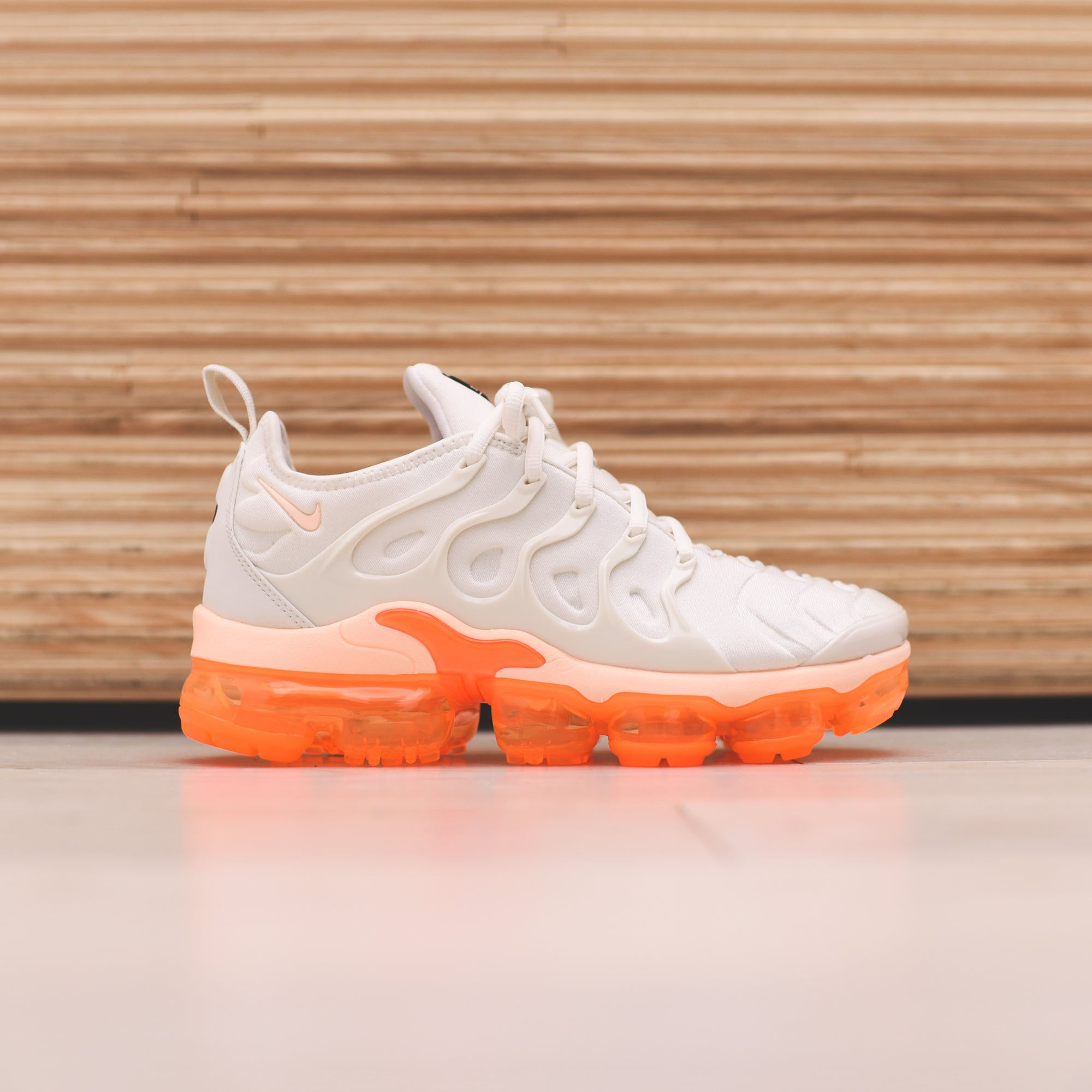 Nike WMNS Air Vapormax Plus - Phantom   Crimson   Tint Total. August 09 676e8694a
