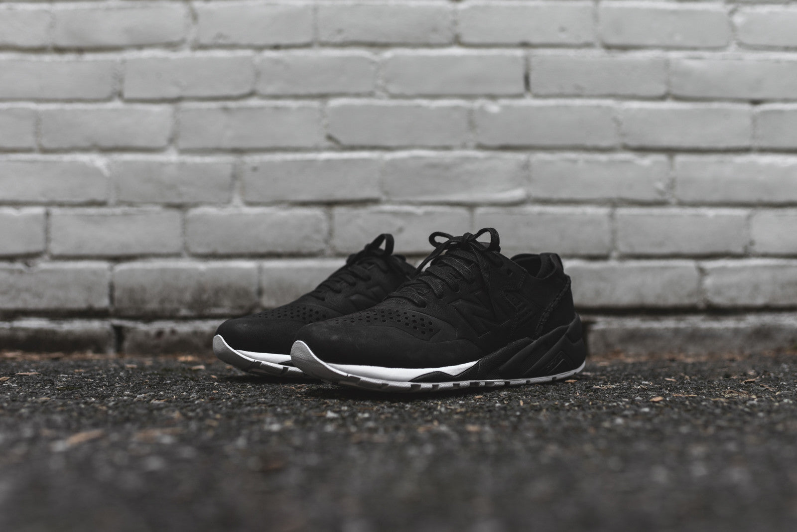 New Balance x Wings + Horns MRT580 Decon - Black