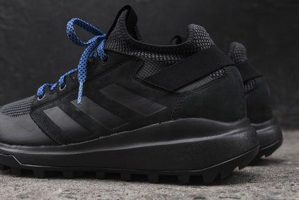 adidas Mountain Pitch - Black