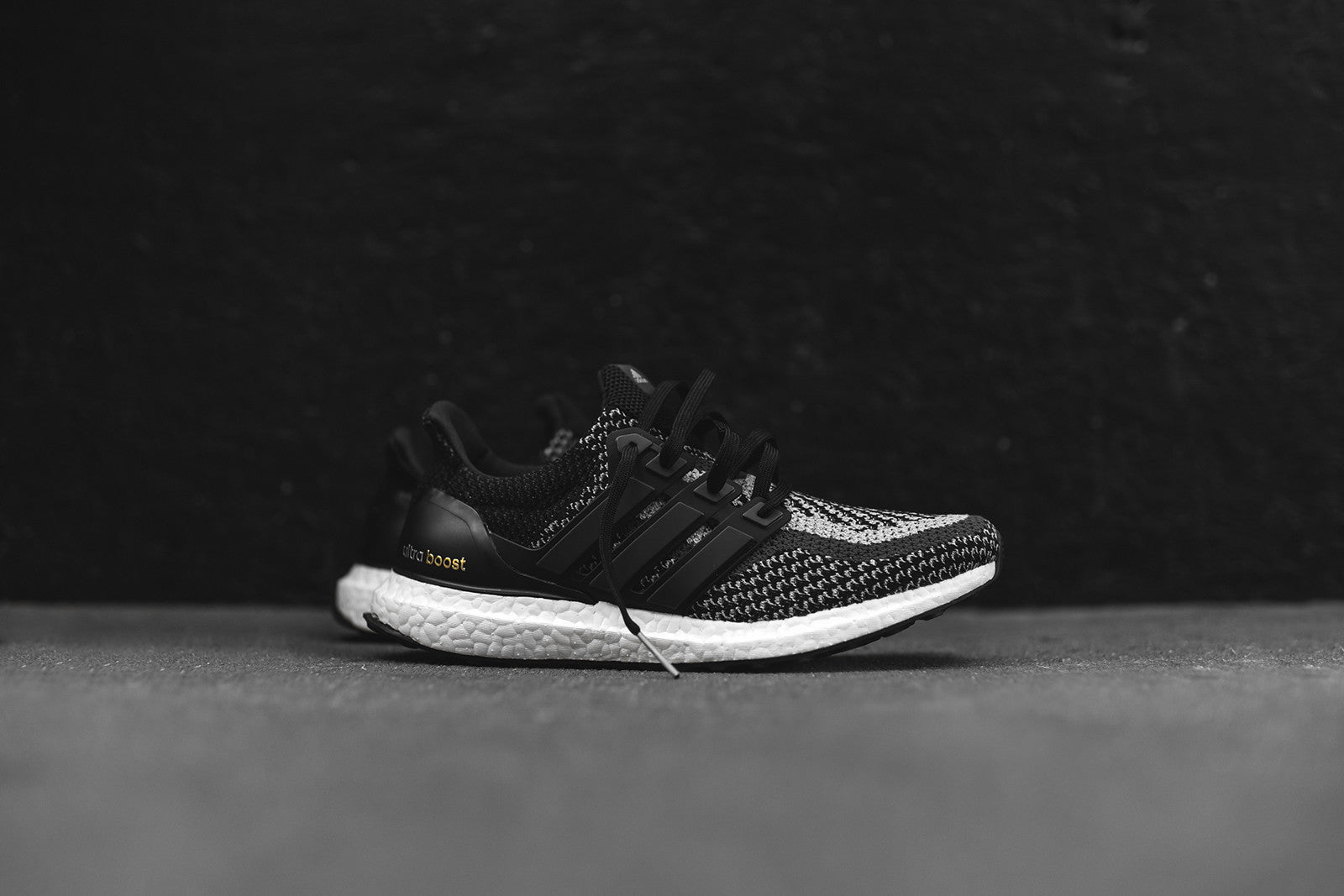 adidas Ultra Boost - Black / Reflective