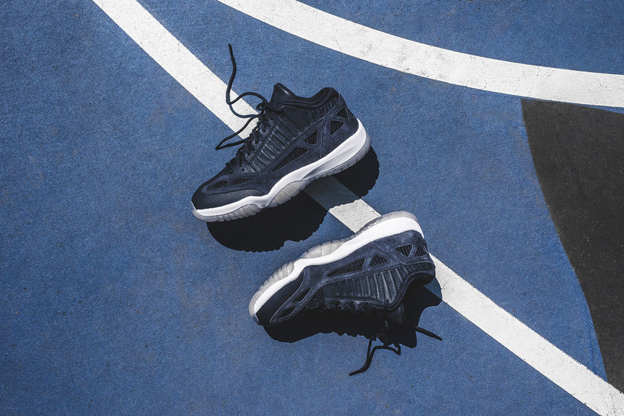Nike Air Jordan 11 Retro Low LE - Navy / White