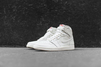 Nike Air Jordan 1 Retro High OG - Sail / Red