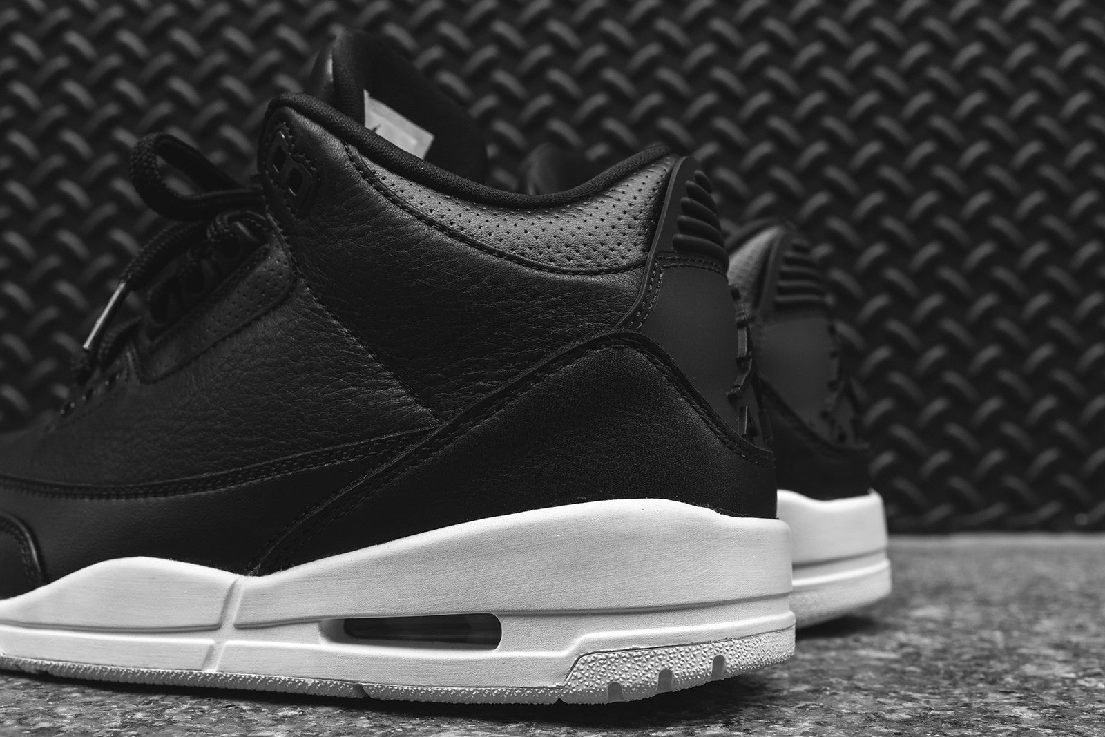Nike Air Jordan III Retro - Black / White