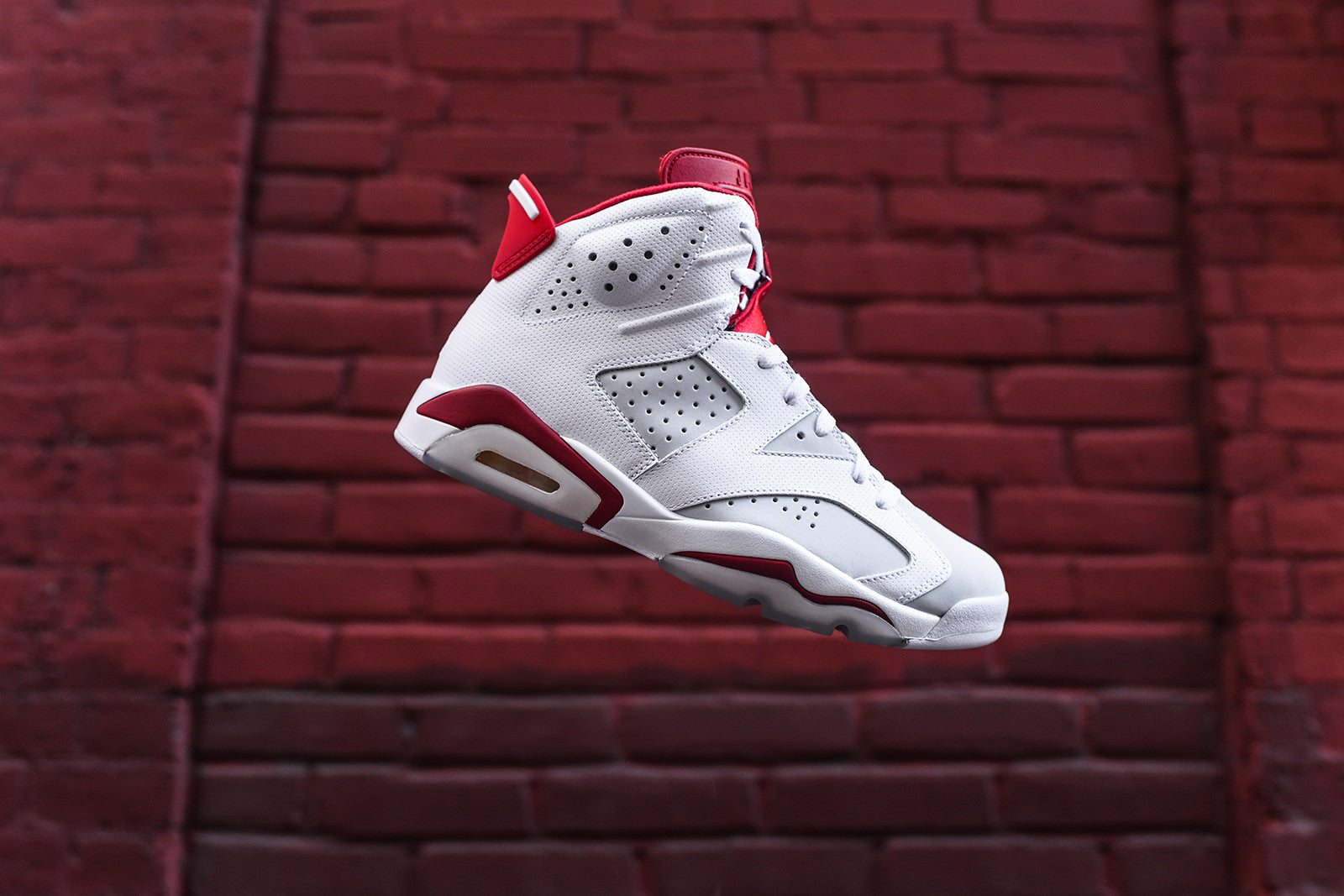 Nike Air Jordan 6 Retro - White / Gym Red
