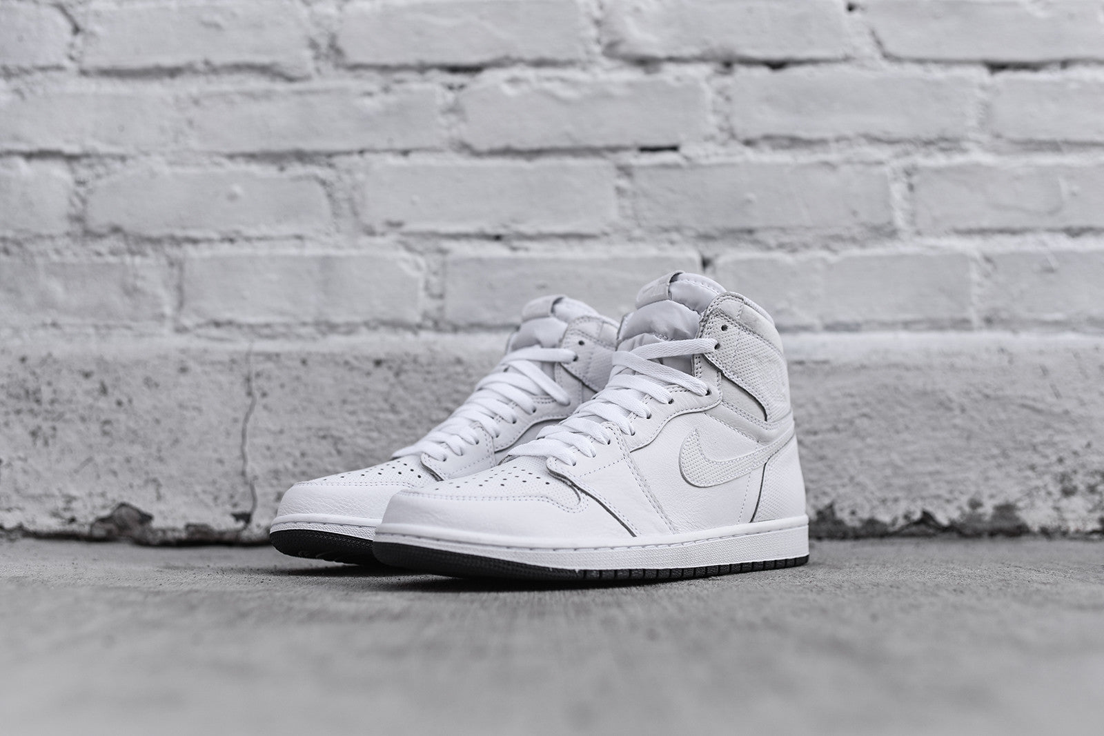 Nike Air Jordan 1 Retro High OG - White / Black