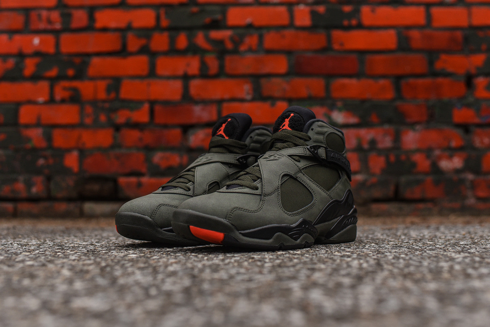 Nike Air Jordan 8 Retro - Sequoia / Max Orange / Black