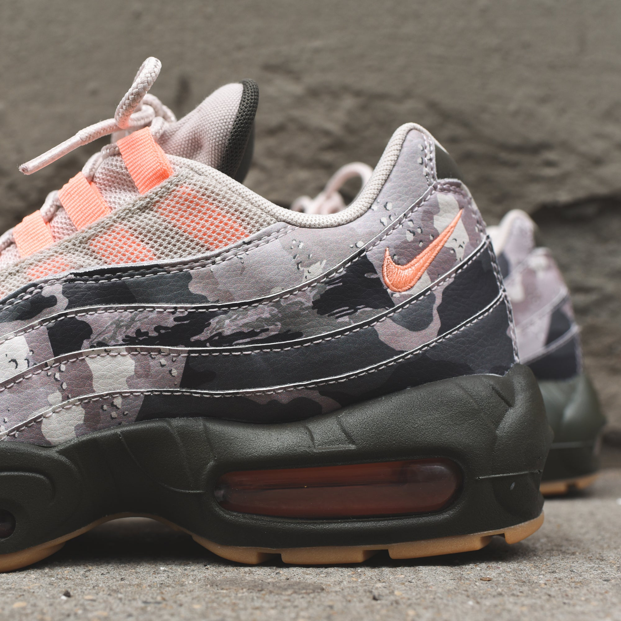 Nike Air Max 95 Essential -  Camo / Pink