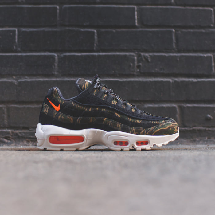 Nike Air Max 95 WIP - Black / Total Orange Sail