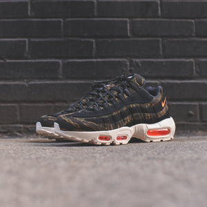 Nike x Carhartt WIP Air Max 95 - Black / Total Orange Sail