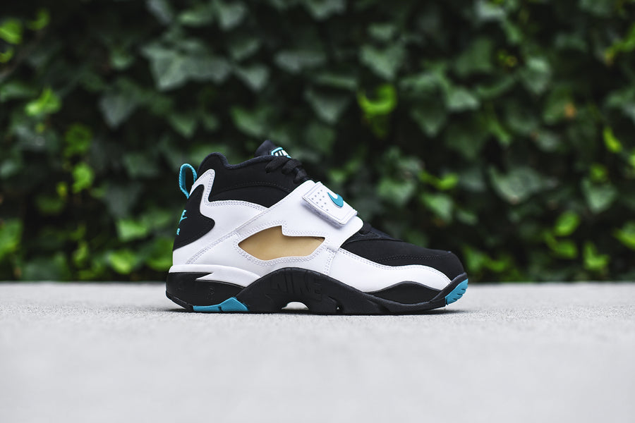 Nike Air Diamond Turf - Black / Emerald