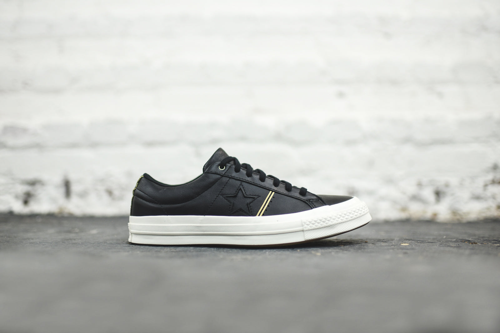 Converse One Star Ox - Black / Gold / White
