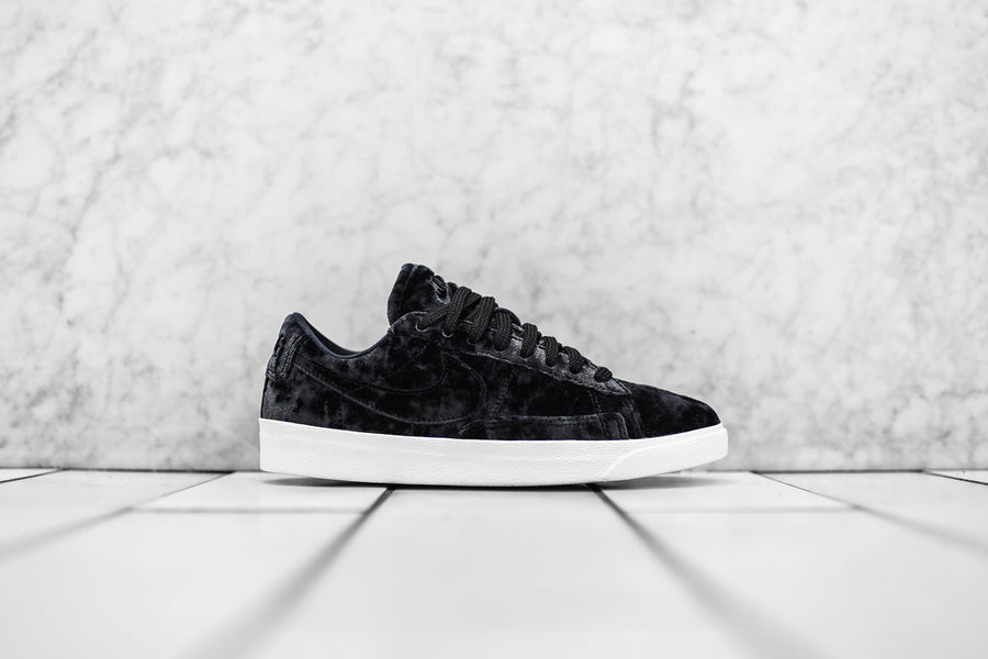 Nike WMNS Blazer Low LX QS - Black / White