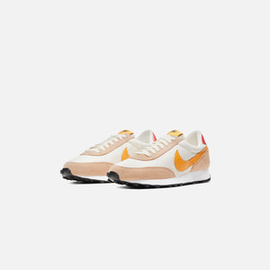Nike WMNS Daybreak - Pale Ivory / Pollen Rise / Shimmer / Track Red Image 2