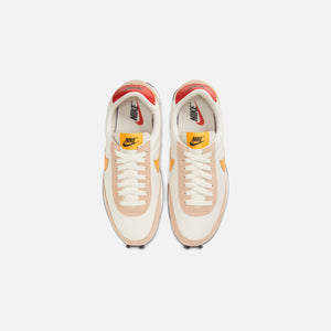 Nike WMNS Daybreak - Pale Ivory / Pollen Rise / Shimmer / Track Red Image 4
