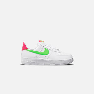 Nike WMNS Air Force 1 '07 - White / Laser Crimson / Green
