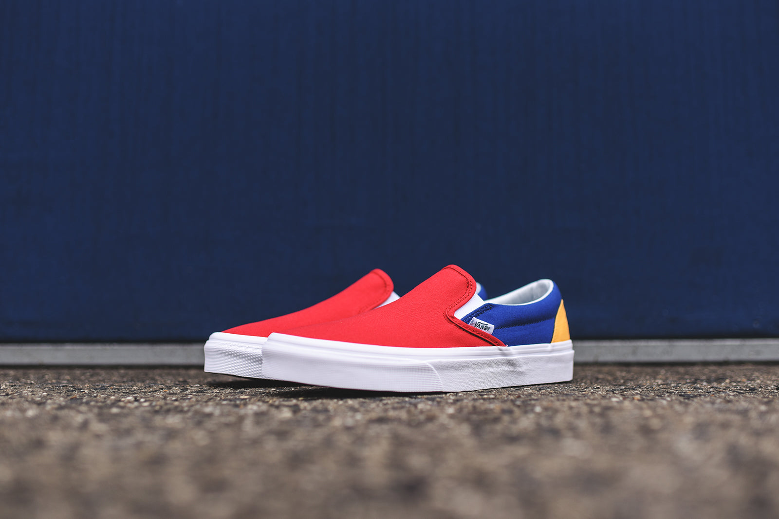Vans Classic Slip-On Yacht Club - Red / Blue / Yellow