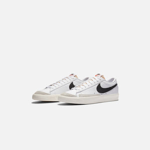 Nike Blazer Low `77 Vintage - White / Black / Sail / Orange