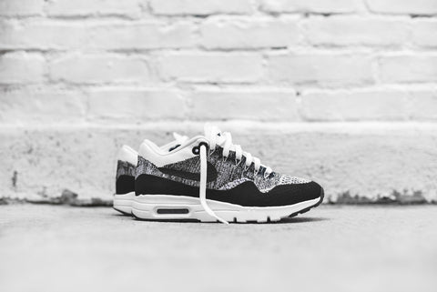 Nike WMNS Air Max 1 Flyknit - White / Black