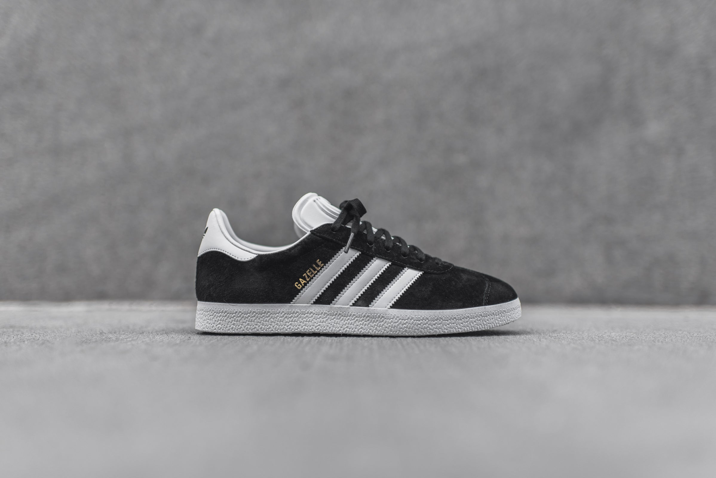 adidas gazelle black and white