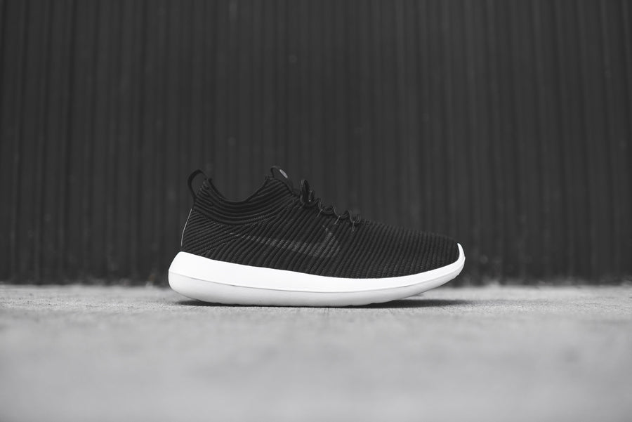 Nike Roshe Two Flyknit V2 - Black / White