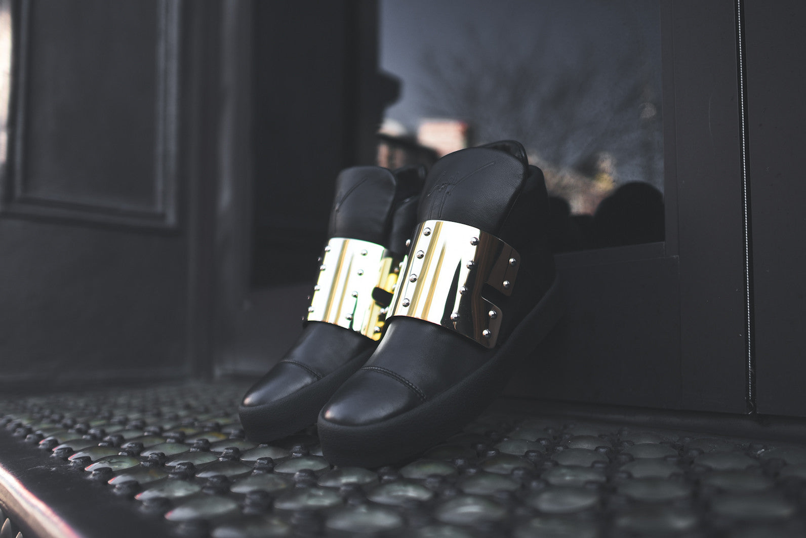 Giuseppe Zanotti Hi Top Shield Strap - Black / Gold