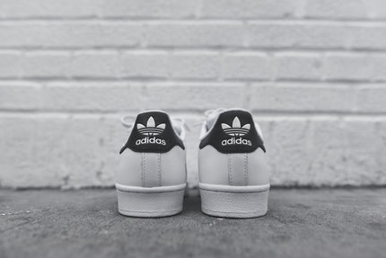 adidas Originals WMNS Superstar - White / Black