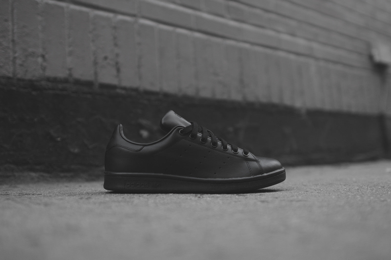 adidas black stan smith