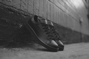 sélection premium a9ad2 e5898 adidas Originals Stan Smith - Triple Black – Kith