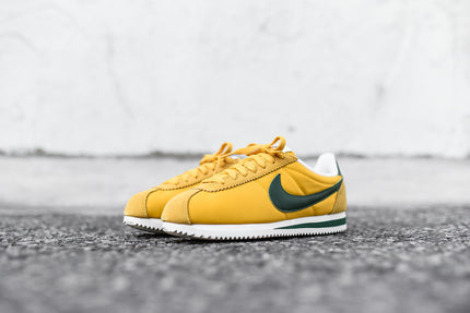 best sneakers 949e5 01e28 Nike Cortez Black And Yellow smithland.co.uk