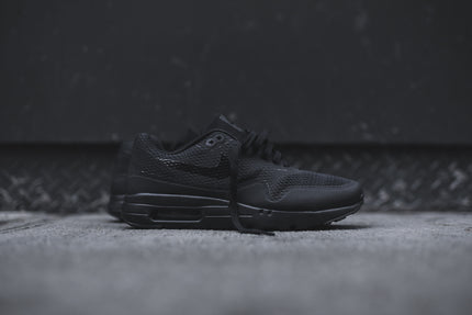 Nike Air Max 1 Ultra Essential - Triple Black