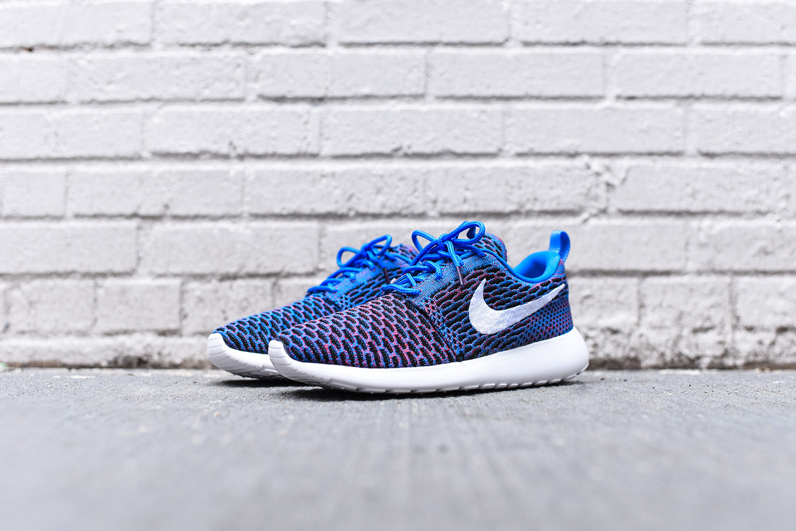 Nike WMNS Roshe One Flyknit - Blue / White / Red