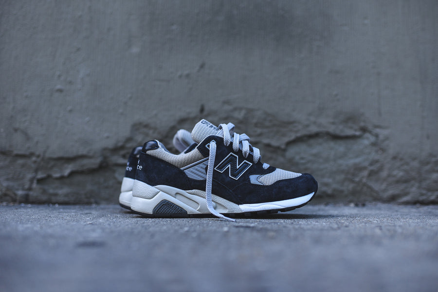 New Balance 585 Bringback - Navy / Grey