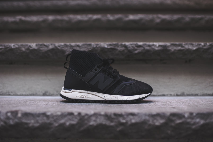 New Balance WMNS 247 - Black / White