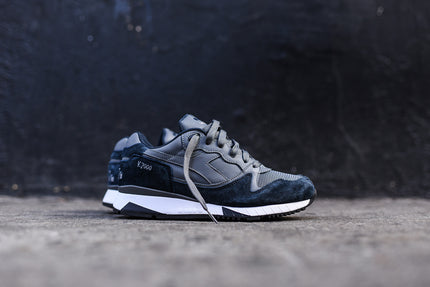 Diadora V7000 - Steel Gray / Total Eclipse