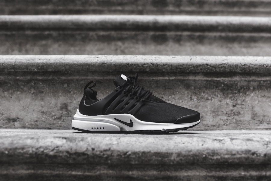 Nike Air Presto Essential - Black / White