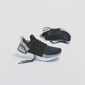 adidas Originals UltraBoost 19 - Core Black / Grey Six / Shock Cyan