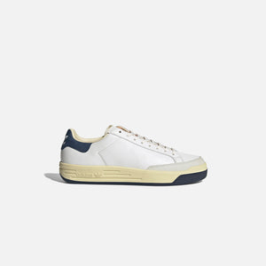 adidas Consortium Rod Laver Cracked Leather - White / Collegiate Navy