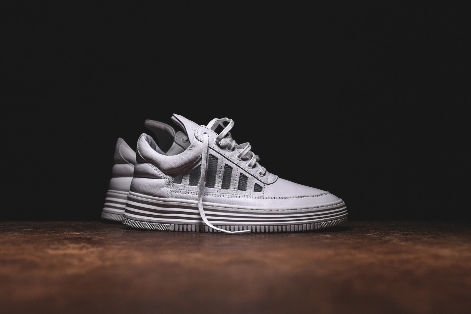 Filling Pieces Low Top Cut-Out - White