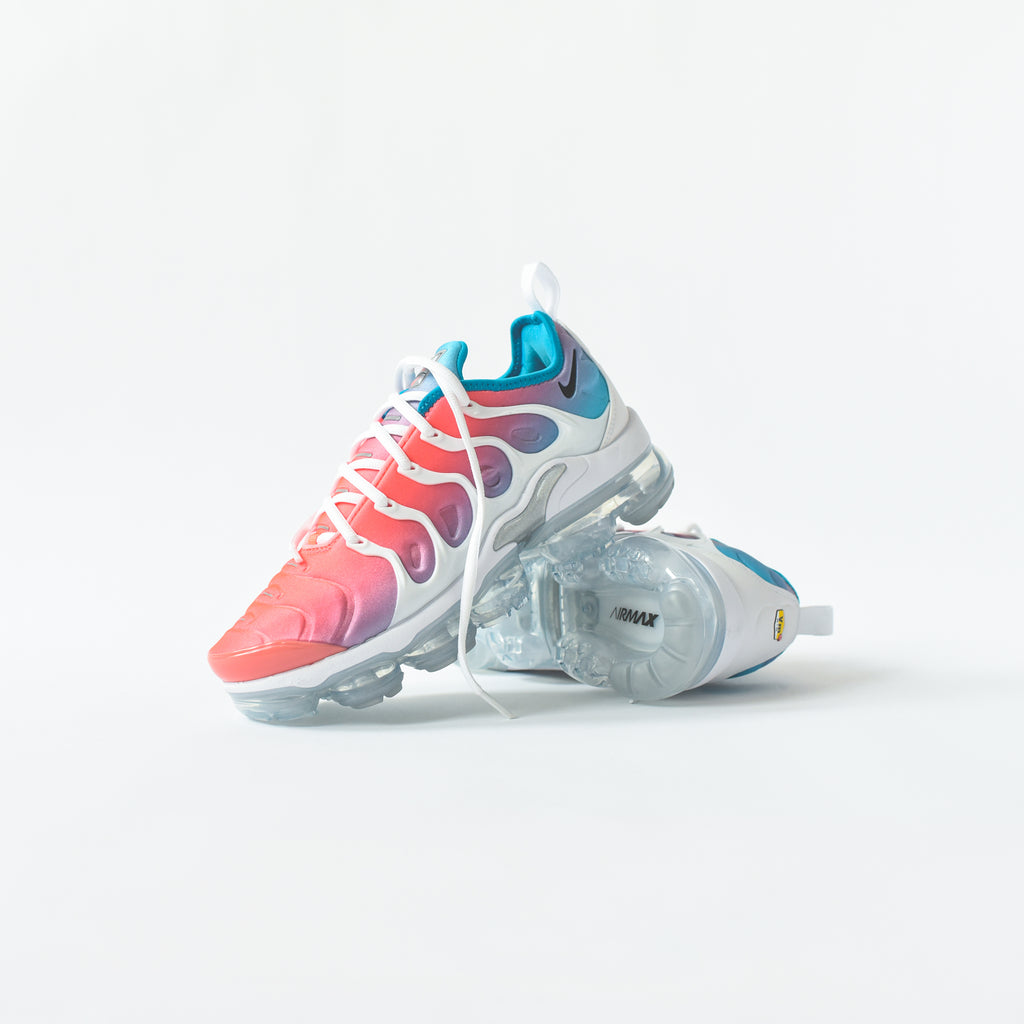 new product 85c31 0a2f6 Nike WMNS Air VaporMax Plus - Pink Sea
