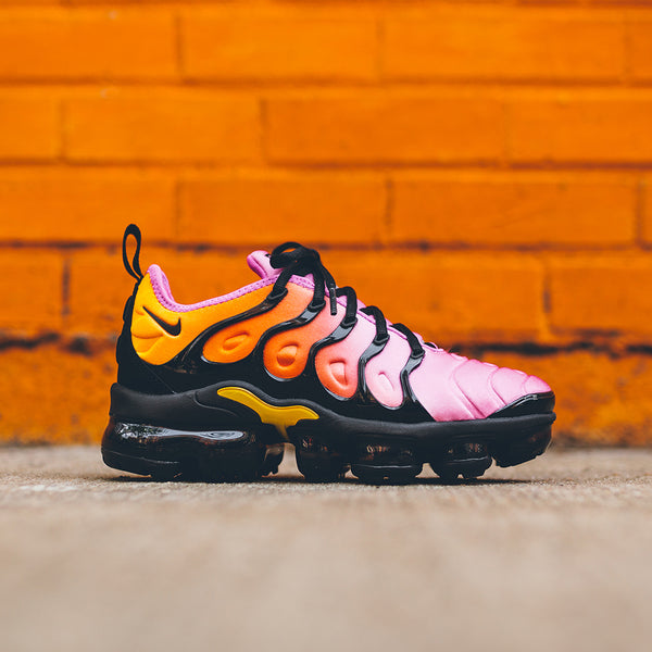 purchase cheap 29715 f887d ... Nike WMNS Air VaporMax Plus - Black   Fuchsia   Coral ...