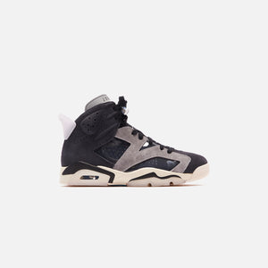 Nike WMNS Air Jordan AJ 6 - Black / Chrome / Light Smoke Grey / Sail