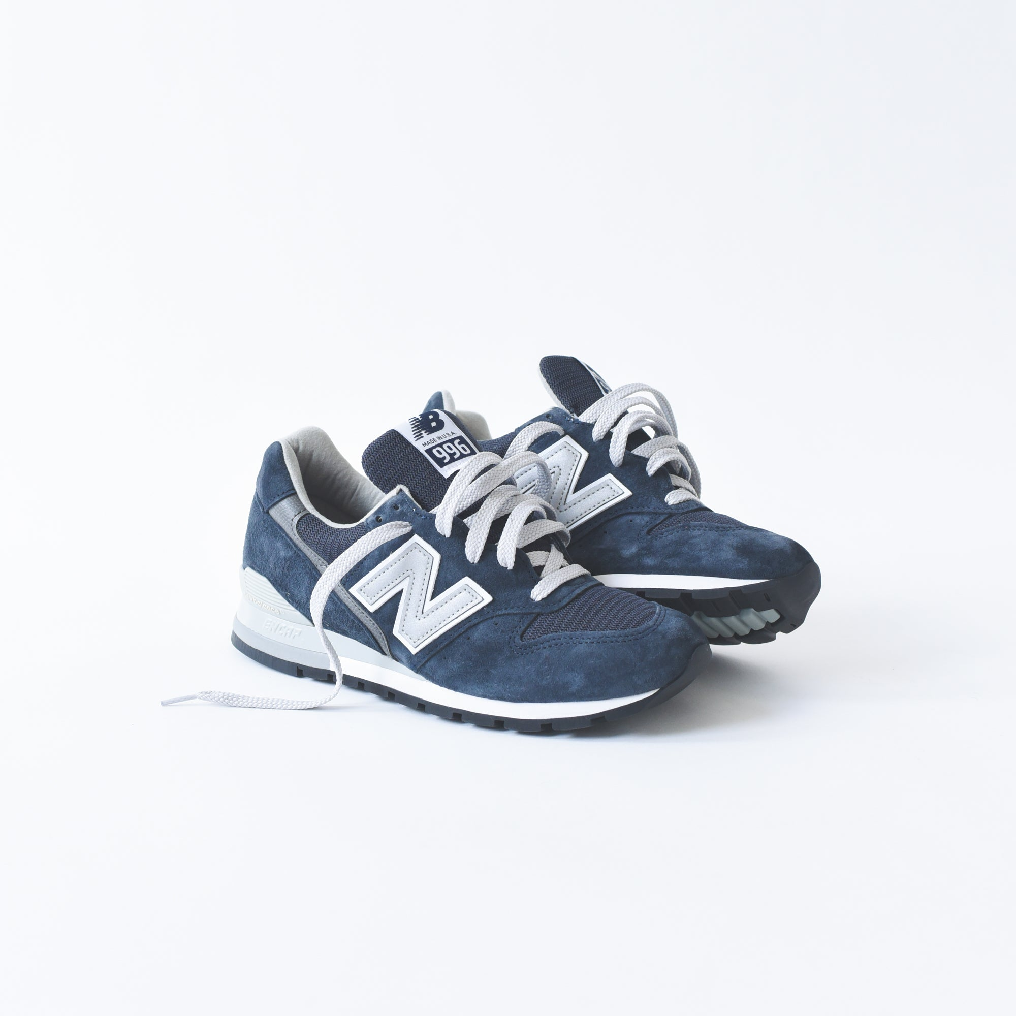 official photos 837bb 8183f New Balance 996 - Navy / White