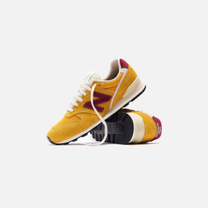 New Balance WMNS 996 - Burgundy / Yellow
